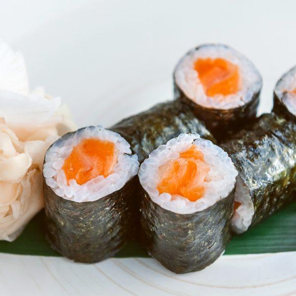 Маки с копченным лососем - фото