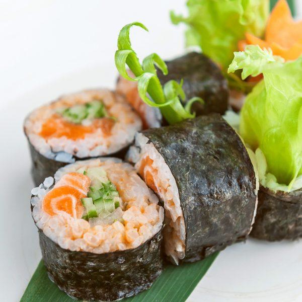 Спайс ролл с копченным лососем - фото